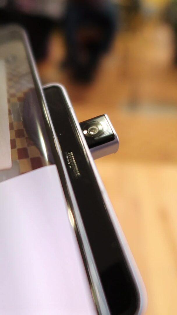LG Wing aparat przedni